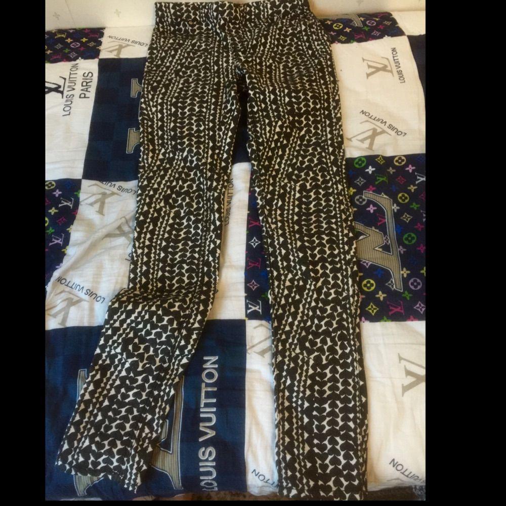 Byxor från h&m , alldrig använd , . Jeans & Byxor.