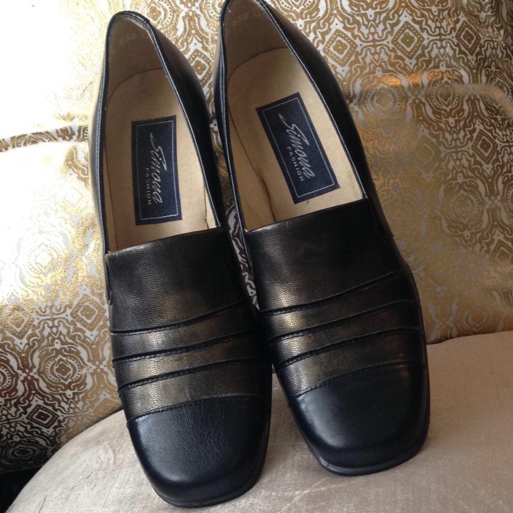 Vintage-skor med blockklack. Äkta läder (se bild nr 3). Svarta med guldaktig lyster framtill. Bekväma. Strl 4,5 (37).. Skor.