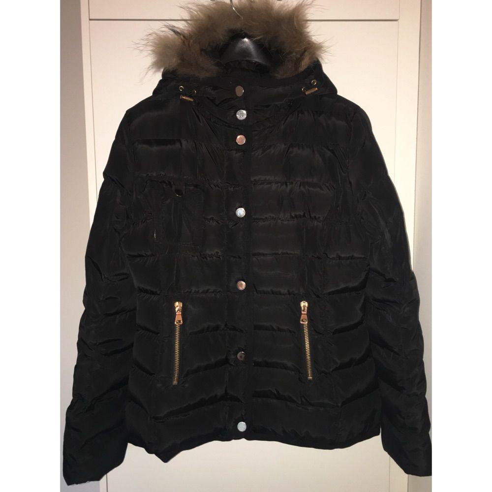 svart jacka med luva