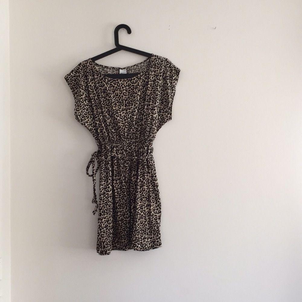 15c7fc1eb200 Leopard klänning från Ginatricot. Stl. XL Köparen står för frakten eller  upphämtning.