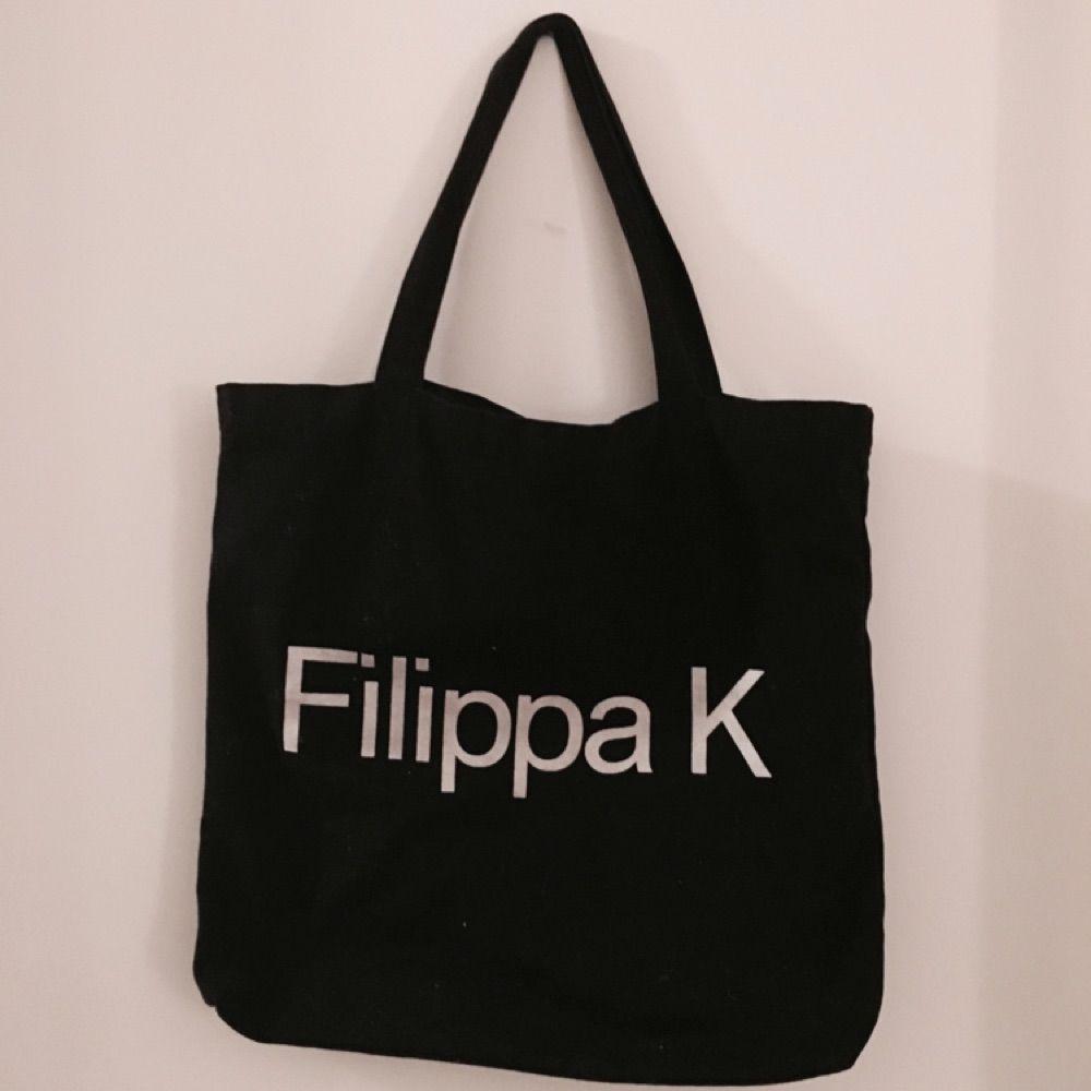 Tygkasse från Filippa K Accessoarer - Second Hand 6af34e3e87280