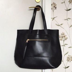 Fin väska från Åhléns i läderimitation