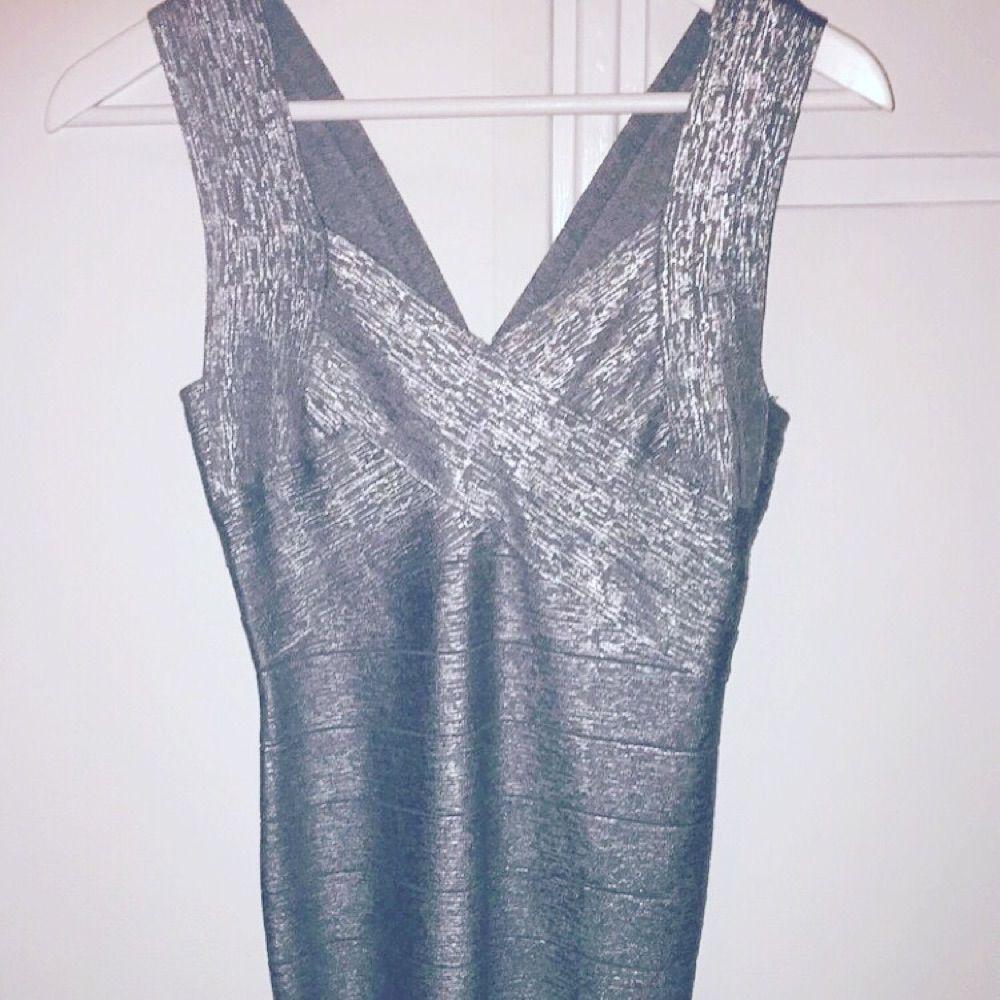 Bandage klänning. Silver. Aldrig - Klänningar - Second Hand 33d749033a245