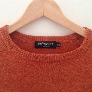 YSL-tröja köpt i New York. För stor för mig. Litet hål, därav priset.