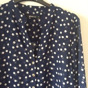 Halvt transparent blus från Gina tricot jag aldrig använt