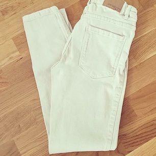 GRATIS FRAKT❗️  Helt nya/oanvända beiga jeans från Gina. Storlek 36(S) på de och de är stretchiga. OBS! De är tvättade en gång.