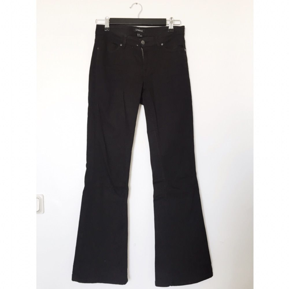 Utsvängda jeans från Lindex. Bekväma och något större i storleken. Stretch.  . Jeans 3fd1d937854b8
