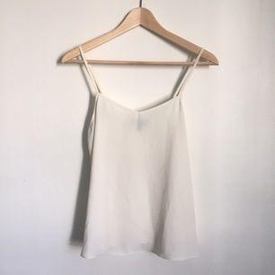 Vitt linne från Topshop. Använt vid ett tillfälle, så i nyskick. Eventuell frakt tillkommer.