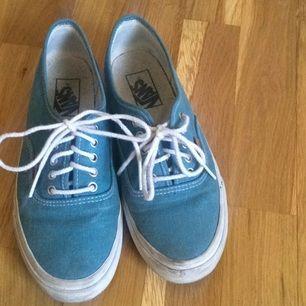 Vans i jeanstyg köpta i USA, fick dem i present och har inte använt särskilt mkt :-)