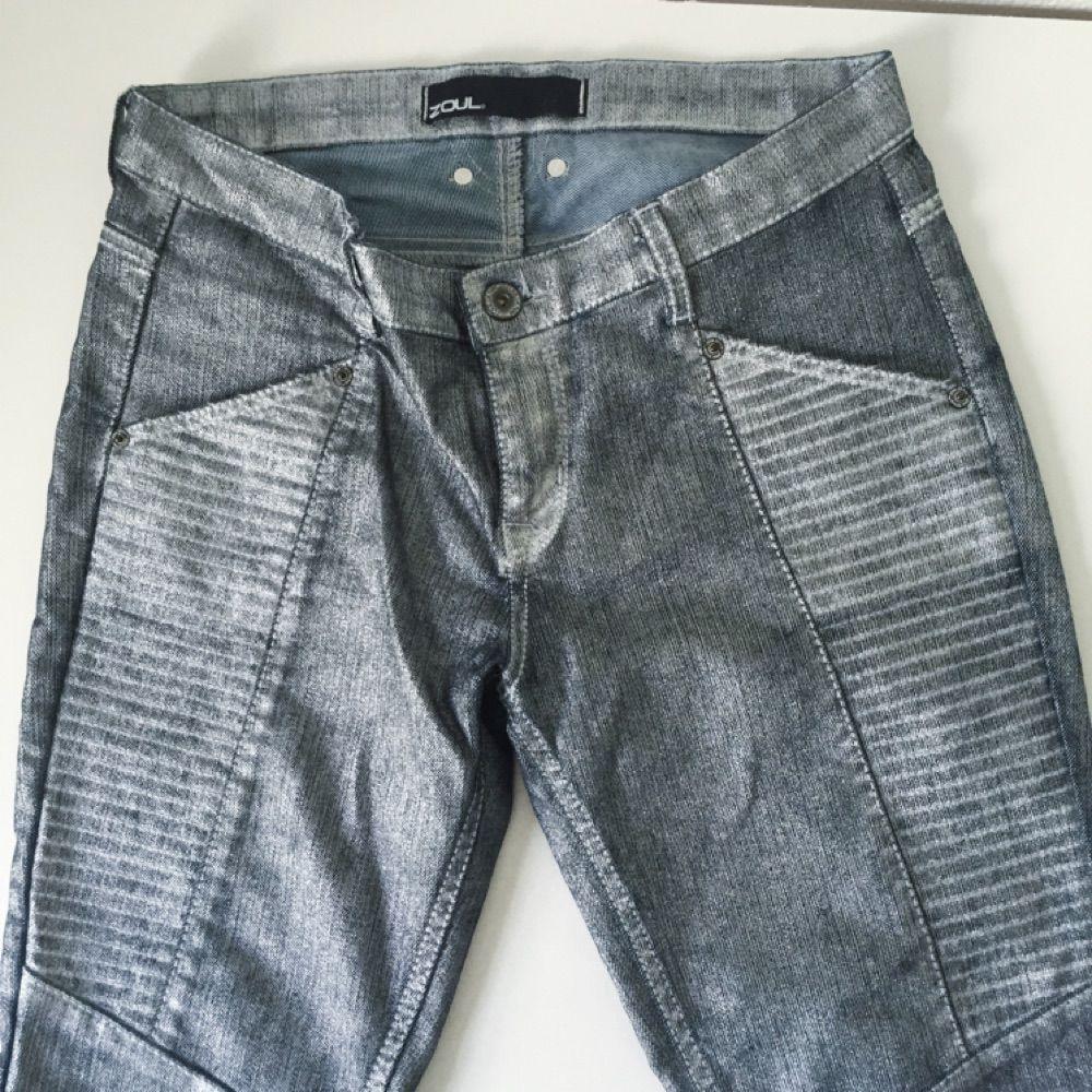 2b586e28a55f Tajt passform och Silvriga jeans från MQ, deras egna märke zoul. Lågt midja.