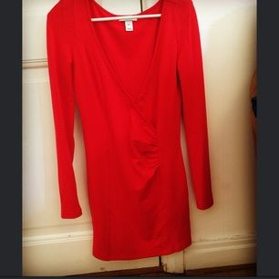 Säljer min klänning. Använd fåtal gånger och i bra skick. Jag är 163 cm och väger 60 kg & storleken sitter perfekt på mig (strl XS)