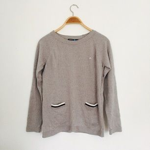 Rak tröja från J.Lindeberg, mjuk och skön.  Använd fåtal gånger!