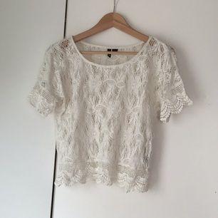 Sparsamt använd fin tröja från HM divided. Perfekt till sommaren!