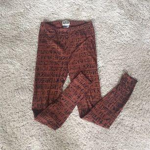 Mönstrade leggings från Weekday