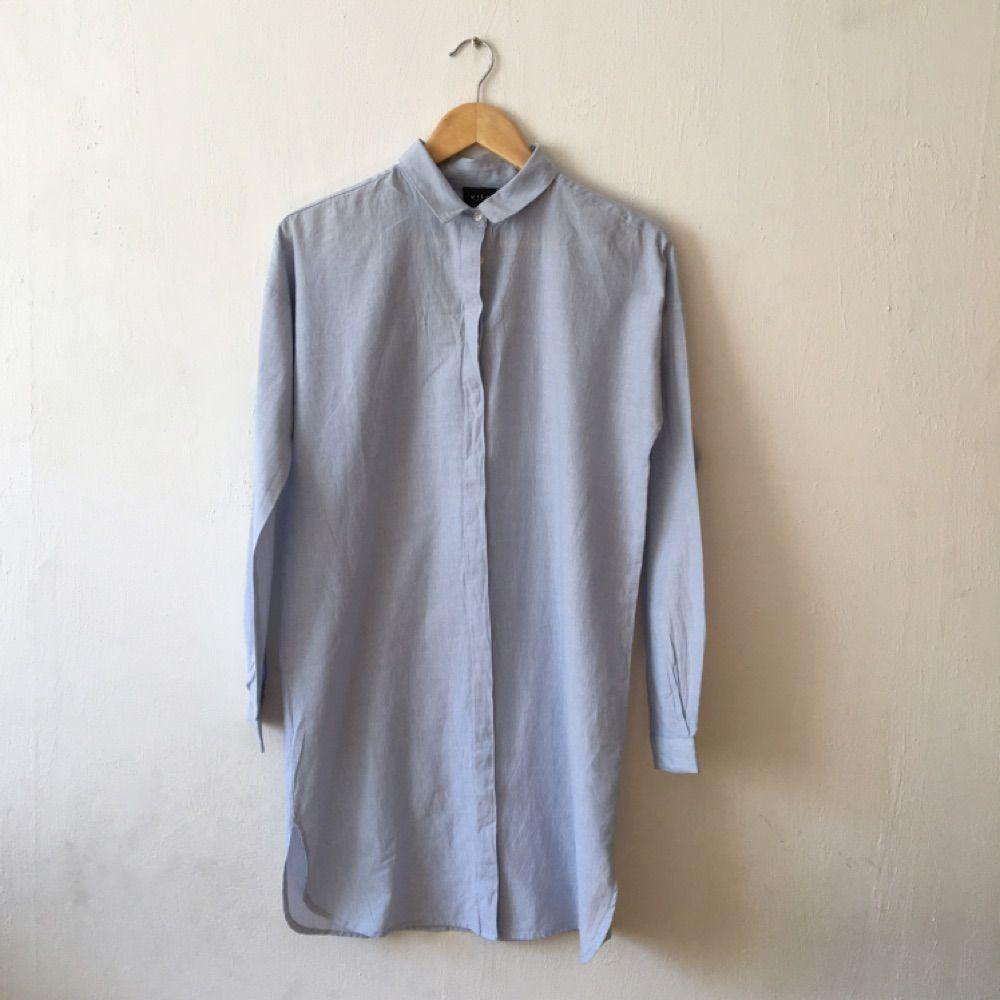 Väldigt lång vit och blå randig - Vila Skjortor - Second Hand ad118ebb7a4eb