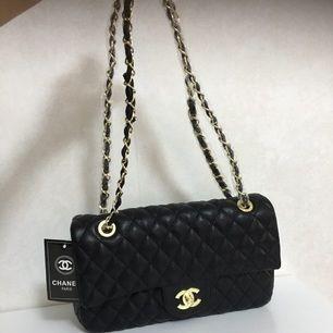 Kopia chanel väska , Helt ny chanel bag , köpte från Turkiet   Köpare står för frakten !  Om jag skickar som vanlig jag ansvarar inte för postens slarv !