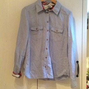 Fin skjorta från h&m som knappt är använd. Den är förvisso skrynklig men det går att stryka bort. Tar swisch🌸