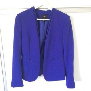 Blå/lila kavaj från h&m, använd 2-3 gånger