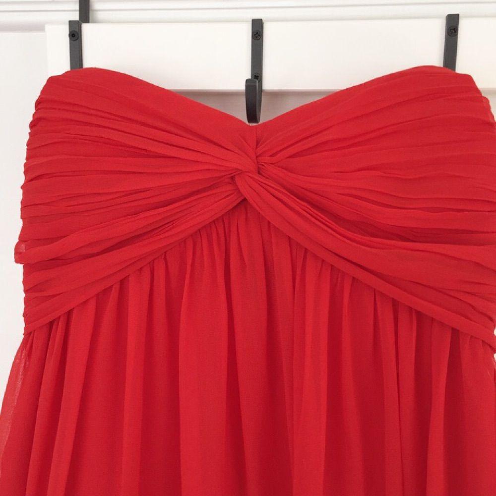 83d9b3c31125 Sista bilden är Underbar klarröd långklänning från Nelly trend. Använd och  tvättad en gång.