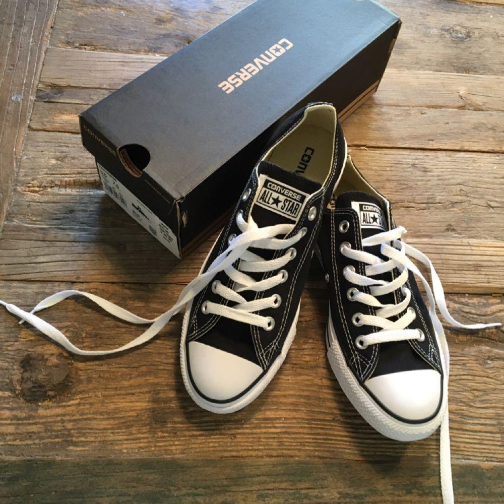a3c0907c670 Helt oanvända svarta Converse i - Converse Skor - Second Hand