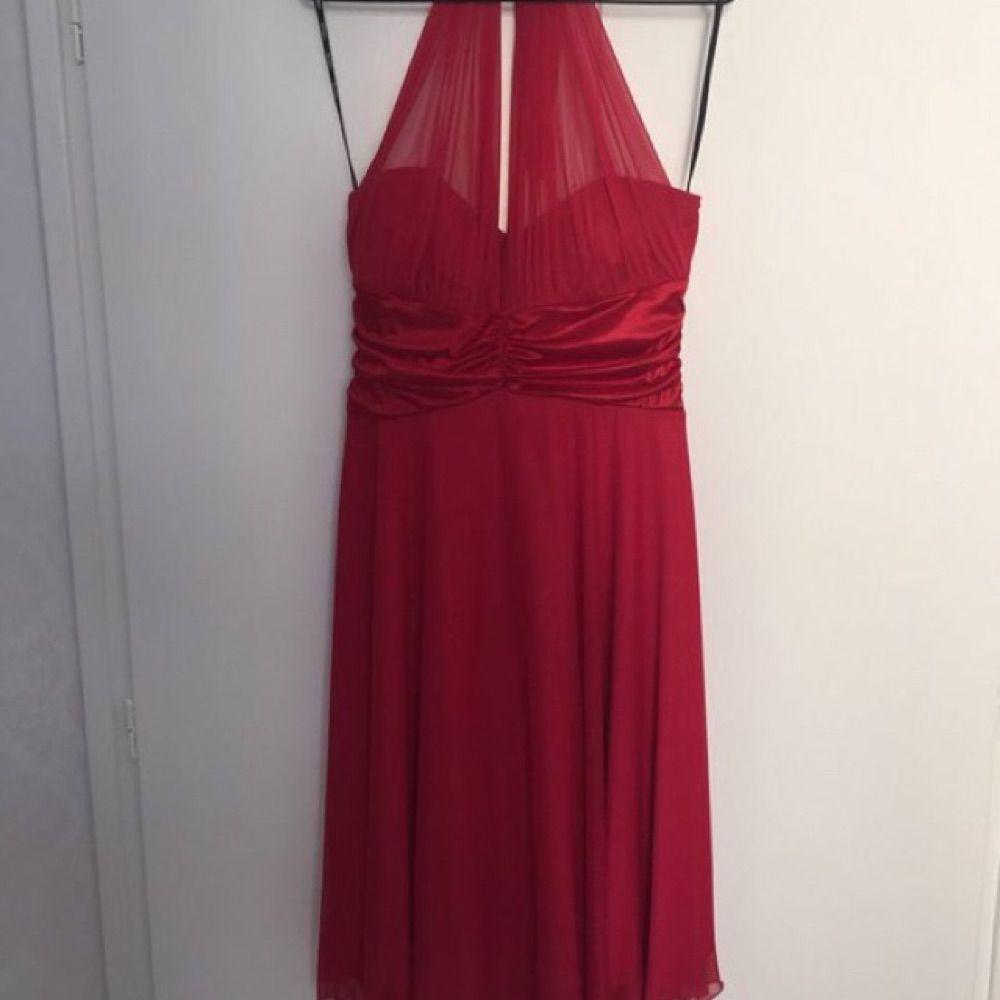 004a6dd28496 Röd festklänning i storlek XL. Klänningen är stretchig men ändå lite mindre  i storleken.