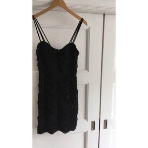 En snygg klänning från BikBok. Ganska stor i storleken. Köparen står för eventuell frakt😚