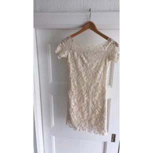Jättefin somrig klänning från H&M. Har endast används en gång. Köparen står för eventuell frakt😚