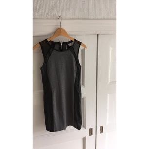 Ascool klänning från H&M! Enbart använd ett fåtal gånger. Säljer för den är för stor. Köparen står för eventuell frakt😚