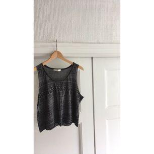Coolt linne med mönster. Köpt i Danmark. Köparen står för eventuell frakt😚