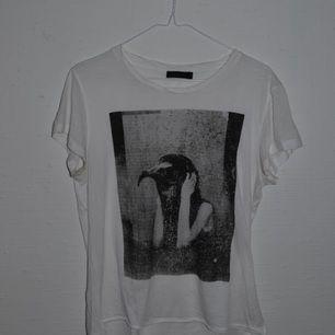 Tiger of sweden, snygg t-shirt. Sparsamt använd.