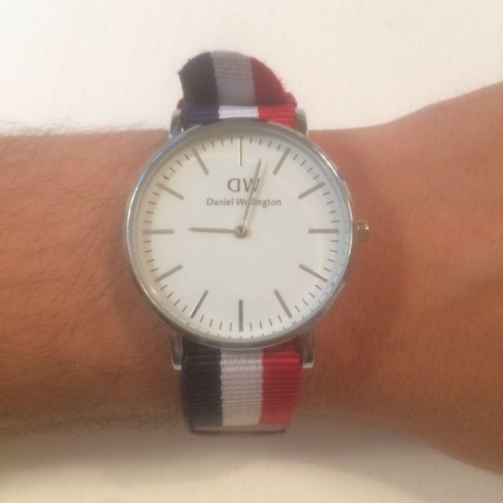 Säljer Daniel Wellington klocka ⌚️❤️💙. Accessoarer.
