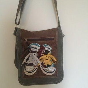 Väska köpt i Spanien, mycket bra kvalité med mycket utrymme!