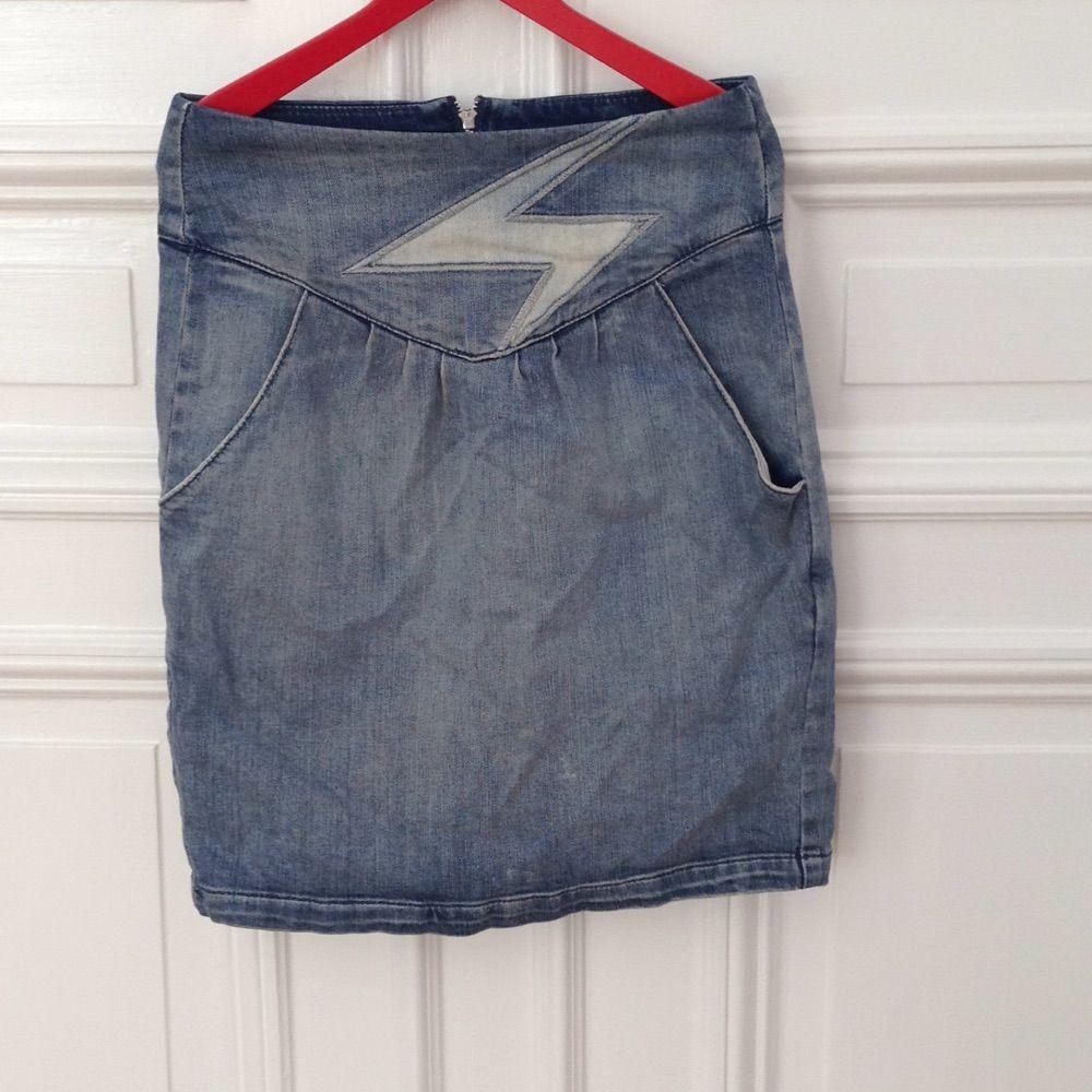 9df71927dfd6 Snygg tajt jeanskjol med hög midja. Jättefint skick. . Skjortor.
