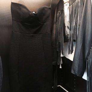 Aldrig använd, fel storlek. Från Nelly förra året, går ej att få tag på längre. Super snygg klassisk festklänning:)