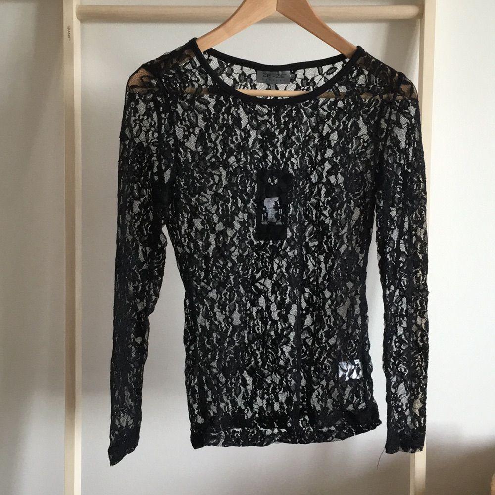 14055530ed20 Romantisk tröja i spets med rosor, helt ny. Supermodernt till hösten och  väldigt snygg ...