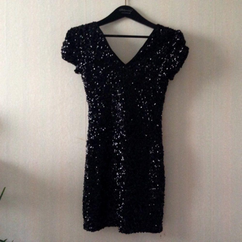 51c7bce8d8c2 Svart paljettklänning, perfekt till nyåret, the great Gatsby- eller  Brulesque-festen!