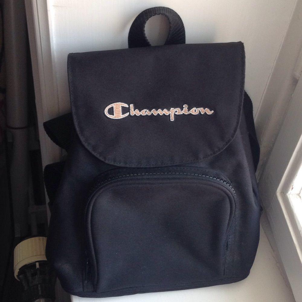 Mini ryggsäck från Champion! Jättesnygg och i bra skick! . Väskor. 344a18afb0df0
