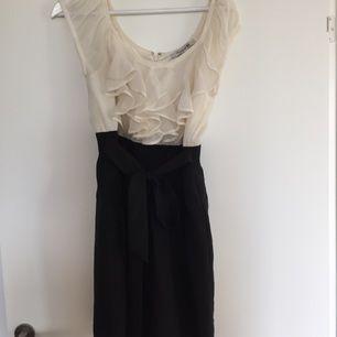 Superfin elegant klänning från Forever21 som går att ha till vardags och fest  Kan mötas upp i Sthlm eller fraktas