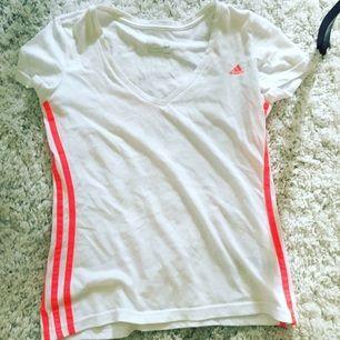 Adidas v ringad tröja