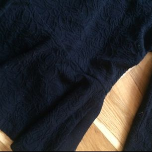 Klockad tröja med mönster som går att se på första bilden, väldigt skönt stretchigt material.