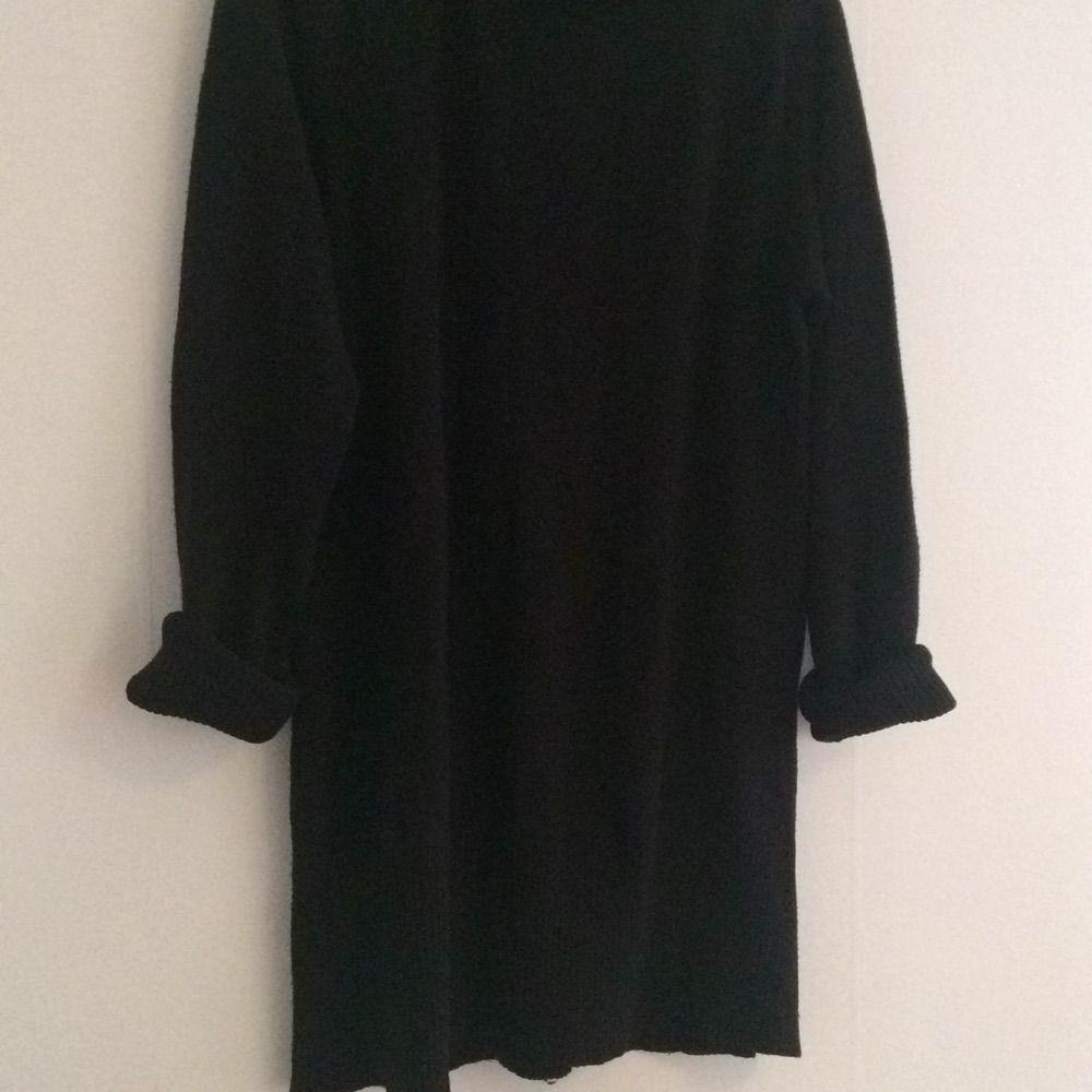 655b02ab1f41 ... Stor svart stickad polo. Egentligen en mama-modell men jag har bara  använt den ...