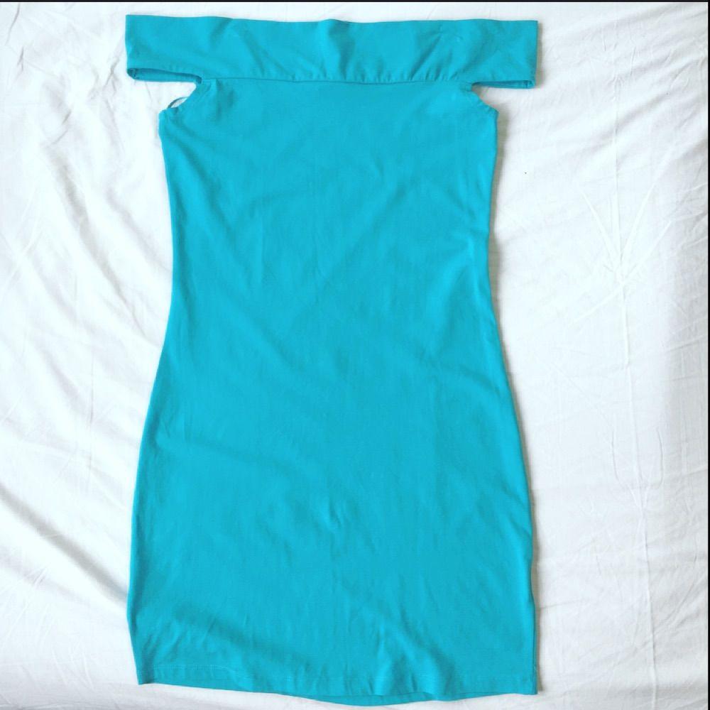 80a0d89e547 Axelbandslös blå härlig klänning från Gina Tricot. Tight modell och aldrig  använd. 50kr.