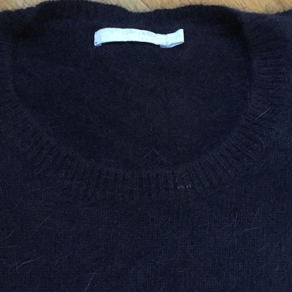 Jättefin stickad tröja från Weekday. Lite kortare i ärmarna. 70% angora 30% polyamid. Supermjuk. Stickat.