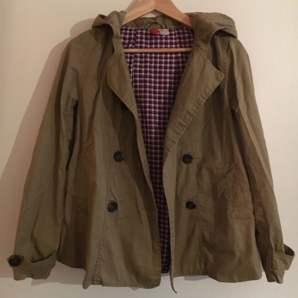 c36066d8 Fine beige jakke i et tyndere materiale. Prøv A-line facon og skære ned ...
