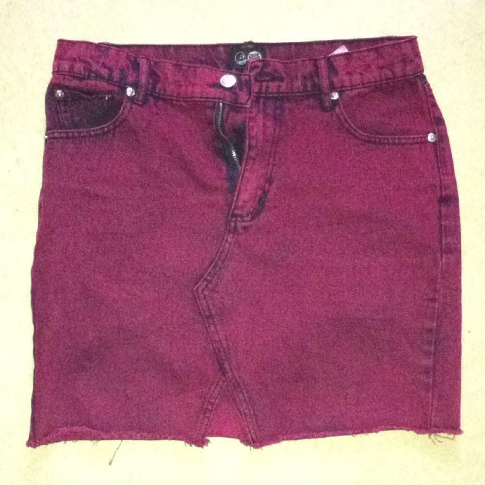 Cheap Monday kjol i storlek S men jag tror den passar också som M. Vi kan mötas upp i T-C eller nån annan stans! . Kjolar.