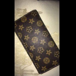 Fake LV plånbok. Stor och rymlig med bra fack