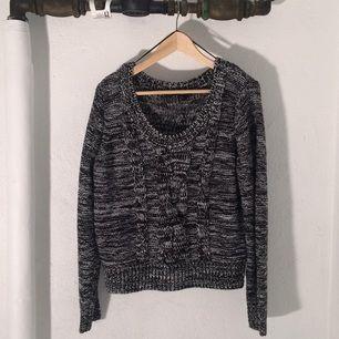 ⭐️Stickad tröja från H&M Strl M Tar swish, kan mötas i Stockholms innerstad. Köparen står för frakten.