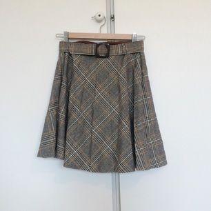 60s tweedkjol med matchande bälte.