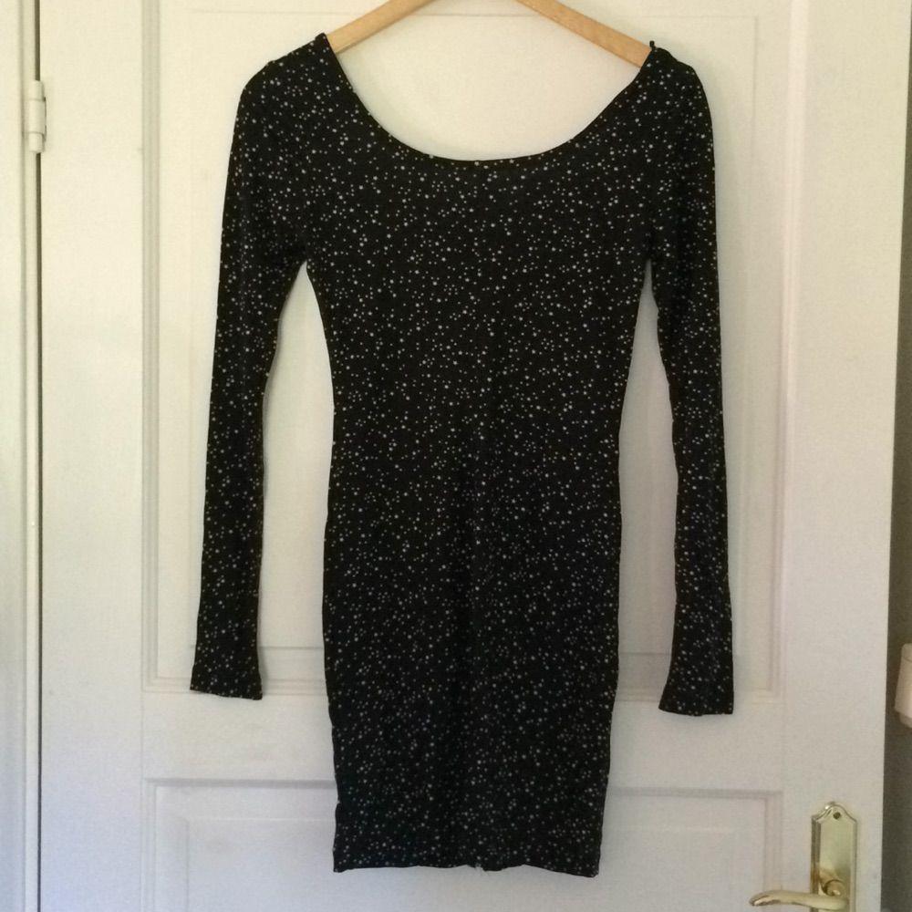8e17f51cd462 Långärmad klänning djup rygg fr - H&M Klänningar - Second Hand