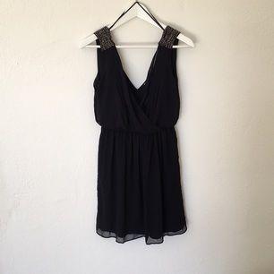 Super snygg festklänning från Zara, använd 1gång